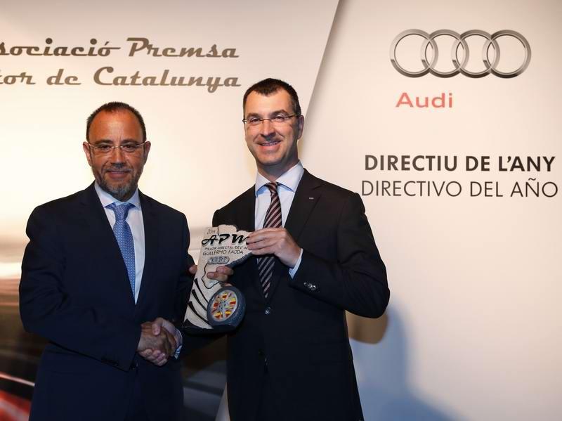 Guillermo-Fadda-recibe-el-premio-Mejor-Directivo