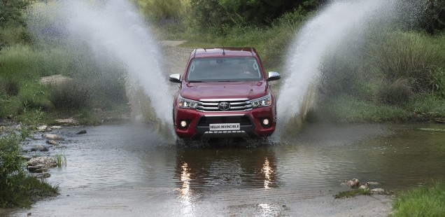 TOYOTA HILUX Invincible: PODER ABSOLUT