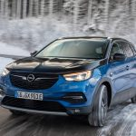Opel apuesta por la interfaz más sencilla para manejar la tecnología de sus vehículos: la voz