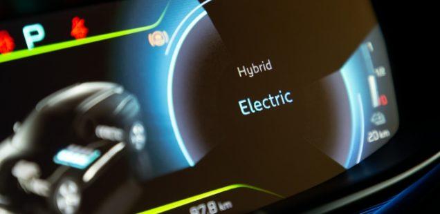 PEUGEOT 3008 & 508 HYBRID. Una luz azul para viajar en modo eléctrico