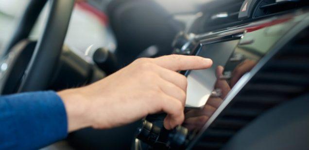 Los compradores de vehículos prefieren sistemas de seguridad avanzados a la conducción autónoma